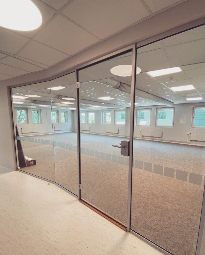 Kontor - kontorsinglasning - bilobyggnadsglas.se